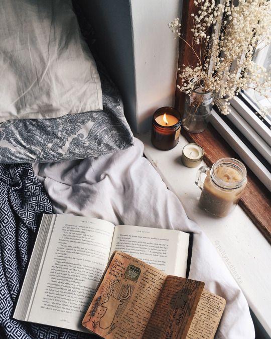 ベッドは本が活躍する場所