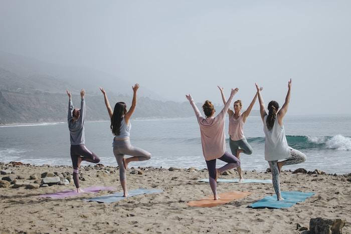 マインドフルネス瞑想とヨーガの違い
